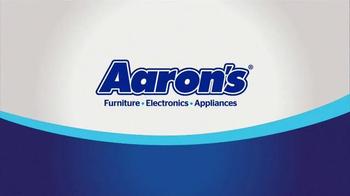 Aaron's Big Score Savings Event TV Spot, 'Fly Away Mattress' - Thumbnail 7
