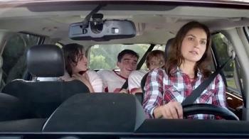 Febreze Car Vent Clips TV Spot, 'Conductora del autobús apestoso' [Spanish] - Thumbnail 2