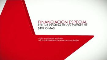 Macy's La Venta del Día del Trabajo TV Spot, 'Colchones' [Spanish] - Thumbnail 6