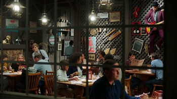 Cracker Barrel Country Dinner Plate TV Spot, 'Troubadour' - Thumbnail 1