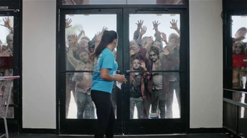 Kmart TV Spot, 'Zombis' [Spanish] - Thumbnail 2