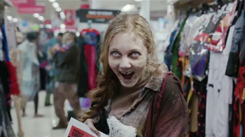 Kmart TV Spot, 'Zombis' [Spanish] - Thumbnail 7