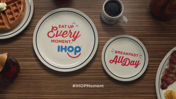 IHOP TV Spot, 'Rainy Days and Coffee Dates' - Thumbnail 9
