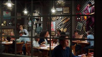 Cracker Barrel Country Dinner Plate TV Spot, 'Troubadour' [Spanish] - Thumbnail 1