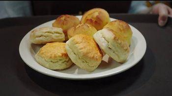Cracker Barrel Country Dinner Plate TV Spot, 'Troubadour' [Spanish] - Thumbnail 9