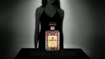 Disaronno Wears Etro Limited Edition Bottle TV Spot, 'This Holiday Season' - Thumbnail 4