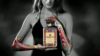 Disaronno Wears Etro Limited Edition Bottle TV Spot, 'This Holiday Season' - Thumbnail 8