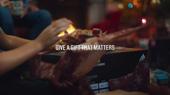 Dick's Sporting Goods TV Spot, 'Black Friday Doorbusters: Fleece & Fitbit' - Thumbnail 5