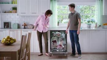 Cascade Platinum ActionPacs TV Spot, 'Los trastes' [Spanish] - Thumbnail 1