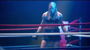 Old Navy TV Spot, 'Noche de Boxeo' con Diane Guerrero [Spanish] - Thumbnail 2