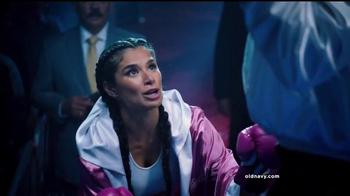 Old Navy TV Spot, 'Noche de Boxeo' con Diane Guerrero [Spanish] - Thumbnail 4