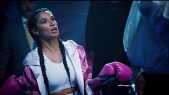 Old Navy TV Spot, 'Noche de Boxeo' con Diane Guerrero [Spanish] - Thumbnail 6