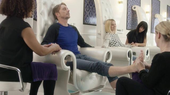 American Express TV Spot, 'The Works' Featuring Kristen Bell, Dax Shepard - Thumbnail 7
