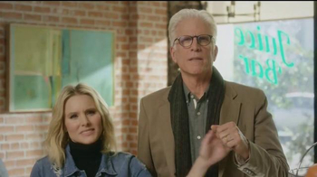 American Express TV Spot, 'Cheers' Featuring Kristen Bell, Ted Danson - Thumbnail 7