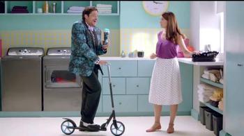 Downy Unstopables TV Spot, 'Lava su ropa entre familia' [Spanish] - Thumbnail 3