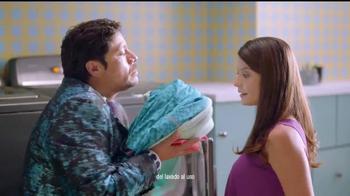 Downy Unstopables TV Spot, 'Lava su ropa entre familia' [Spanish] - Thumbnail 5