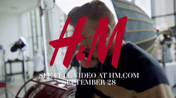 H&M TV Spot, 'Modern Essentials Selected by David Beckham' Feat. Kevin Hart - Thumbnail 9