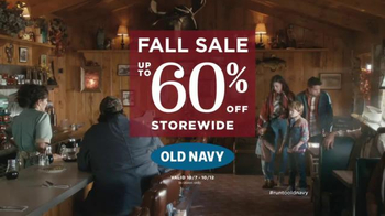 Old Navy Fall Sale TV Spot, 'Diner Dress Code' Feat. Julia Louis-Dreyfus - Thumbnail 9