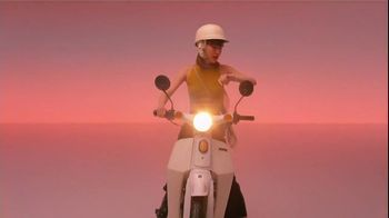Apple Watch TV Spot, 'Ride' Song by La Femme - Thumbnail 3
