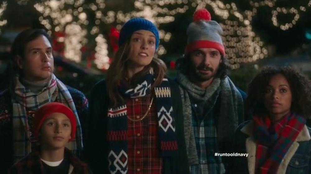 Old Navy TV Commercial, 'Coro de Navidad' con Judy Reye