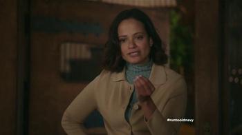 Old Navy TV Spot, 'Coro de Navidad' con Judy Reyes [Spanish] - Thumbnail 6