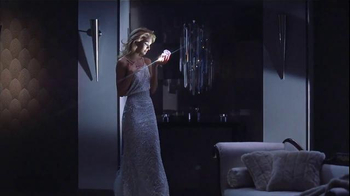 Versace Bright Crystal TV Spot, 'Holiday Gift Set' Feat. Candice Swanepoel - Thumbnail 1