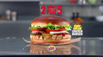 Burger King Flame Grilled Chicken Burger TV Spot, 'Getting Old' - Thumbnail 9