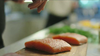 Blue Apron TV Spot, 'Wild Alaskan Salmon' - Thumbnail 6