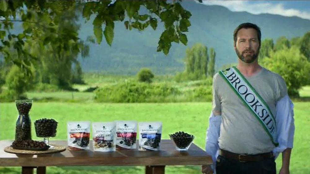 Brookside Chocolate Crunchy Clusters TV Commercial, 'Ambassador'