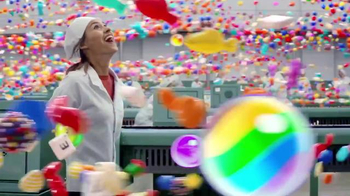 Candy Crush Saga TV Spot,'Winter Candy Factory' Song by The Pointer Sisters - Thumbnail 6