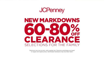 JCPenney Red Zone Clearance Event TV Spot, 'Hurry In and Save Big' - Thumbnail 4