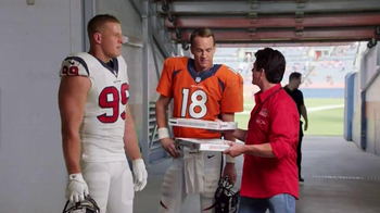 Papa John's TV Spot, 'Pocket Change' Featuring J.J. Watt, Peyton Manning - Thumbnail 3