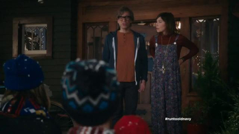 Old Navy TV Spot, 'Carolers' Featuring Carrie Brownstein, Fred Armisen - Thumbnail 3