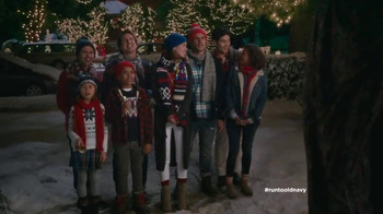 Old Navy TV Spot, 'Carolers' Featuring Carrie Brownstein, Fred Armisen - Thumbnail 4