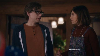 Old Navy TV Spot, 'Carolers' Featuring Carrie Brownstein, Fred Armisen - Thumbnail 6
