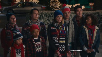 Old Navy TV Spot, 'Carolers' Featuring Carrie Brownstein, Fred Armisen - Thumbnail 7