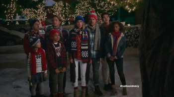 Old Navy TV Spot, 'Carolers' Featuring Carrie Brownstein, Fred Armisen - Thumbnail 8