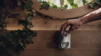Air Wick Scented Oil Warmer TV Spot, 'Rooms' - Thumbnail 6