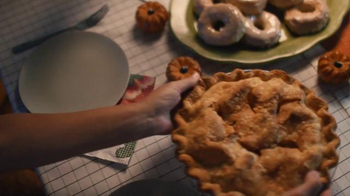 Pillsbury TV Spot, 'Friendsgiving' - Thumbnail 6