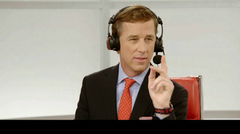 KFC $10 Chicken Share TV Spot, 'Cooper & The Colonel' Feat. Cooper Manning - Thumbnail 7