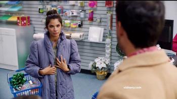 Old Navy TV Spot, 'Ex novio: 60 por ciento' con Diane Guerrero [Spanish] - Thumbnail 3