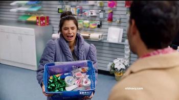 Old Navy TV Spot, 'Ex novio: 60 por ciento' con Diane Guerrero [Spanish] - Thumbnail 6
