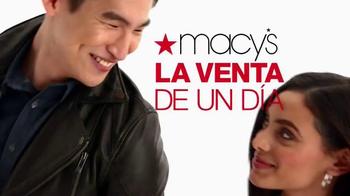 Macy's La Venta de Un Día TV Spot, 'Carteras y bolsas' [Spanish] - Thumbnail 7