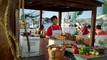 Popeyes Butterfly Shrimp Tackle Box TV Spot, 'Squished Fish Patty on a Bun' - Thumbnail 1