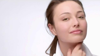 Clinique Smart SPF 15 TV Spot, 'Four Things at Once' - Thumbnail 4