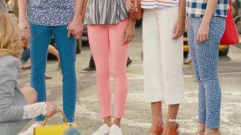 Old Navy TV Spot, 'Crosswalk' Featuring Elizabeth Banks, Song by Lil Dicky - Thumbnail 4