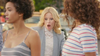 Old Navy TV Spot, 'Crosswalk' Featuring Elizabeth Banks, Song by Lil Dicky - Thumbnail 5