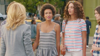 Old Navy TV Spot, 'Crosswalk' Featuring Elizabeth Banks, Song by Lil Dicky - Thumbnail 7