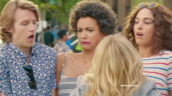 Old Navy TV Spot, 'Crosswalk' Featuring Elizabeth Banks, Song by Lil Dicky - Thumbnail 8