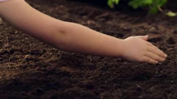 Walmart TV Spot, 'Easter Surprise: Jelly Bean Garden' - Thumbnail 2